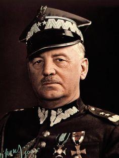 gen. Władysław Sikorski (ur. 1881 zm. 4 lipca 1943 w katastrofie na Gibraltarze) – polski wojskowy i polityk, generał broni Wojska Polskiego, Naczelny Wódz Polskich Sił Zbrojnych i premier Rządu na Uchodźstwie