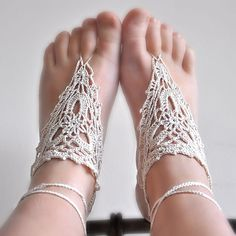 I NEED to make a pair of these for summer. makes barefoot look so much more graceful.