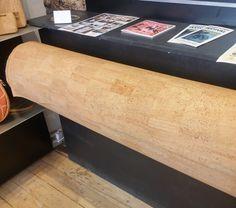 Så har vi fået korkstof i butikken til 395 DKK per meter. Stoffet er 140 cm bredt. #F&F #Fiefer #FieogFerdinand #Vegan #Bæredygtigt #Miljøvenligt #Taske #Pung #Bælte #Mode #Fashion #Sustainable #Kork #Cork #Eco-Friendly #Nøglering #Hat #Caps #HerreMode #DameMode #Bordskåner #Helsingør #Elsinore #Denmark #Danmark