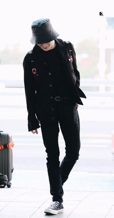 Kpop Outfits, Korean Outfits, Baby Dolphins, Nct Chenle, Attack On Titan Season, Nct Yuta, Na Jaemin, Fashion Poses, Taeyong