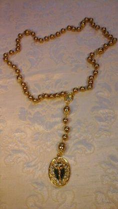 Maravilhoso rosario ,pérolas douradas