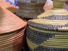 Artesanía africana en la 1ª Feria Tricontinental Wicker Baskets, African Crafts