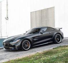 Completely decked out in full Magno Night Black, there's no denying the superiority of the Mercedes-AMG GT R. Mercedes Benz Amg, Mercedes Auto, Audi R8, Dream Cars, Porsche 918 Spyder, Amg Car, Automobile, Super Sport Cars, Koenigsegg