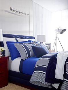 Inspired by the grand interiors of vintage French yachts, Porte de Riviera bedding mixes rich navy, cobalt and cream hues.
