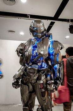 Impressive Ultron Cosplay for AVENGERS: AGE OF ULTRON — GeekTyrant