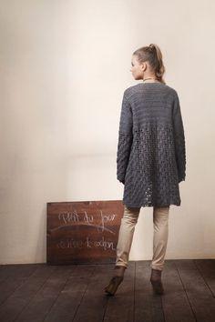 crochet long cardigan, free pattern by initiative handarbeit.de long crochet jacket or cardigan - written in German, will need to translate Cardigan Au Crochet, Gilet Crochet, Crochet Coat, Crochet Jacket, Crochet Shawl, Crochet Clothes, Crochet Stitches, Long Cardigan, Crochet Sweaters