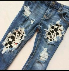 Add mickey mouse fabric behind your ripped jeans for a quick Disney Fashion DIY! Add mickey mouse fabric behind your ripped jeans for a quick Disney Fashion DIY! Cute Disney Outfits, Disney Shorts, Disneyland Outfits, Disney Inspired Outfits, Disney Clothes Kids, Mickey Mouse Fabric, Disney Fabric, Mickey Mouse Shoes, Diy Clothes Closet