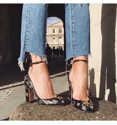 fashion, shoes, and heels image Look Fashion, Fashion Shoes, Womens Fashion, 70s Fashion, Catwalk Fashion, Latest Fashion, Fashion Beauty, Winter Fashion, Fashion Trends