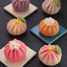 Japanese wagashi (和菓子 wa-gashi) are traditional Japanese confectionary sweets. Wagashi is often served with tea and is often made of mochi, anko (azuki bean paste), and fruits. Japanese Sweets, Japanese Wagashi, Japanese Food Art, Japanese Cake, Japanese Dishes, Desserts Japonais, Asian Desserts, Cute Food, Confectionery