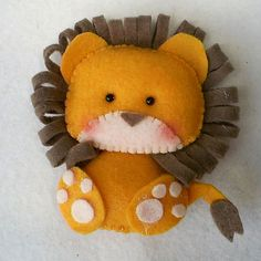 *FELT ART ~ This little lion is going to be in the making today. Cute Crafts, Felt Crafts, Fabric Crafts, Craft Projects, Sewing Projects, Crafts For Kids, Felt Projects, Peluche Lion, Couture Bb