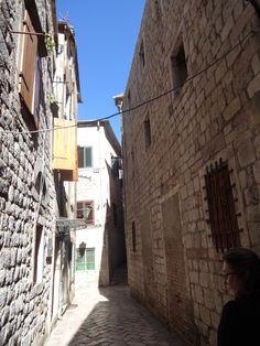 Quase não se encontra pessoas pelas ruelas-Kotor- Montenegro