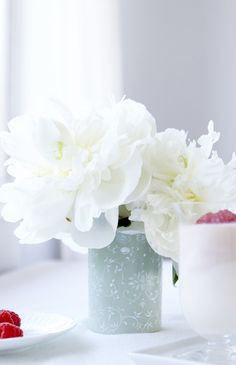 white peonies #sweetthrowback @coffeemateusa