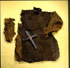 Full-length photograph of the Guddal shirt (skjorte), Norway ca. 1035- 1165 CE. Museum : Universitetsmuseet i Bergen,  InventoryNo : 030992,  Motif : Guddal-drakten, BRM 31/2. Forsida. Vrangen. (Kors.BRM.31/5),  Photographer : Ann-Mari Olsen.