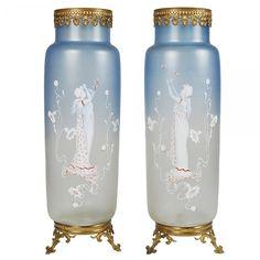 MARY GREGORY Raro e monumental par de vasos em azul esmaecido com representações de ninjas._ #Leilão Online ao Vivo hoje a partir das 21:20. Participe!!!  Retweet aos amigos!
