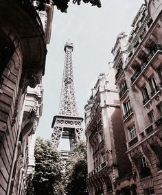 The Best Vacation Destinations In France – Travel In France Best Vacation Destinations, Best Vacations, Places To Travel, Places To See, Monuments, Paris France, Grand Paris, Little Paris, Travel Aesthetic