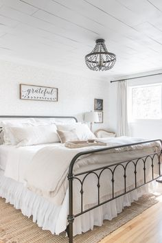 Sharing some simple farmhouse fall bedroom decor ideas to bring help you bring a little cozy to your bedroom space this Fall. Sharing some simple Farmhouse Bedroom Furniture, Modern Farmhouse Bedroom, Bedroom Furniture Design, Country Farmhouse Decor, Modern Bedroom, Home Furniture, Farmhouse Ideas, Furniture Stores, Simple Bedrooms