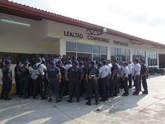 Policías municipales de Juchitán paran labores.