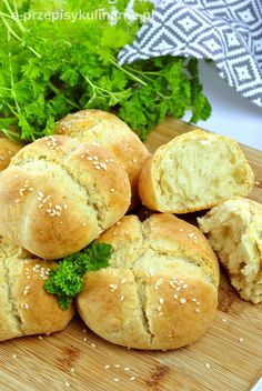 Kliknij i przeczytaj ten artykuł! Scones, Cheddar, Hamburger, Recipes, Breads, Food, Bread Rolls, Cheddar Cheese, Recipies