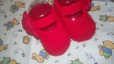 RECEITA TRICÔ FÁCIL Sapatilha Em Tricô Bebê Menina Receita Completa sapatinhos em tricô para bebês Idade de 0 a 3 meses Mat... Slippers, Pasta, Shoes, Knit Jacket, Crochet Flowers, Loafers & Slip Ons, Craft, 3 Months, Zapatos