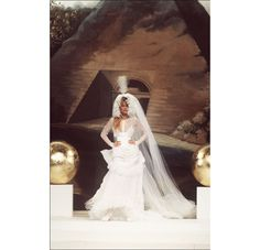 Mythical iconic wedding dresses couture wedding Claudia Schiffer in Chanel fashion show Spring-Summer 1994