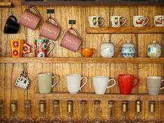 Mantén tu cocina organizada pero al mismo tiempo exhibe tus artículos mas preciados. Mientras más color mas llamativo.
