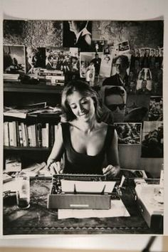 Italian writer and partisan during WWII, Oriana Fallaci - The Human Stain, The Handmaid's Tale Book, Brave, Writers Desk, Karen Blixen, Writers And Poets, World Of Books, Playwright, Beautiful Mind