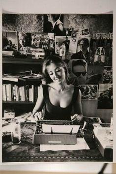 Italian writer and partisan during WWII, Oriana Fallaci (1929 - 2006).