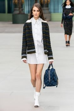 Find tips and tricks, amazing ideas for Chanel resort. Discover and try out new things about Chanel resort site Fashion Show Themes, Fashion Show Dresses, Fashion Show Party, Chanel Fashion Show, Versace Fashion, Vs Fashion Shows, Trend Fashion, Men Fashion Show, Fashion Show Poster