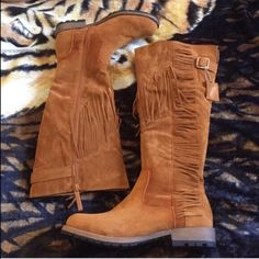 """•Fringe Boots• Tan fringe boots/faux suede upper/fringe along shaft/zipper closure along shaft/rubber outsole/shaft height: 15""""/opening: 16""""approx/heel height: 1""""/new in box/more pics to come/thanks for looking                                                                     ❌No Trades❌                                                        ❌No PayPal❌ Shiek Shoes Winter & Rain Boots"""