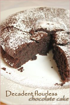 If you have been looking for the ultimate flourless, gluten-free chocolate cake recipe, this is it. Easy to make with a dense, rich, chocolatey texture. Flourless Chocolate Cakes, Gluten Free Chocolate Cake, Chocolate Torte, Chocolate Recipes, Gluten Free Desserts, Delicious Desserts, Yummy Food, Cake Recipes, Dessert Recipes