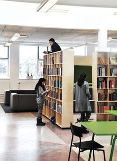 læsetårnet giver mulighed for at trække sig tilbage og fordybe sig med en bog. Samtidig er det muligt at overskue hele læringscenteret fra læsetårnet.