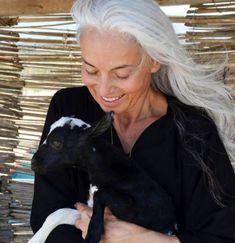 Yasmina Rossi reveals her secrets to a youthful glow. Beautiful Women Over 50, Beautiful Old Woman, Long Gray Hair, Grey Hair, The Bachelorette Australia, Yasmina Rossi, Best Celebrity Halloween Costumes, Australian Clothing, Grey Blonde