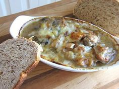 gribi v smetane (Грибы В Сметане) - A Russian appetizer with mushrooms baked in sour cream and topped with cheese.: Russian Baked Mushrooms in Sour Cream Sauce