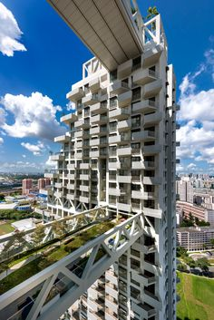 Sky Habitat by Moshe Safdie is a pair of balcony-covered housing towers linked b. Sky Habitat by M Singapore Architecture, Futuristic Architecture, Architecture Design, Sky Bridge, Residential Complex, Sky Garden, High Rise Building, Building Facade, Modern Exterior