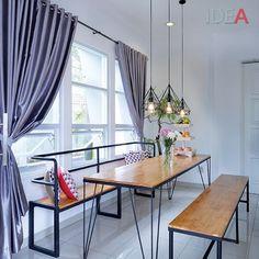 Ruang ini tampak simpel. Tapi yang membedakannya adalah detail-detail pada ruang ini. Lihat lampu gantungnya, juga kaki-kaki meja dan kursi. Detaillah yang membuat ruang ini unik. Apa yang kamu suka dari ruang ini? Silakan tulis di komen ya... . Ulasan lengkapnya ada di iDEA Januari... . Properti: @nopi_opluk @galaindiga . #idea164 #livinginstyle #livingroom #livingroomdesign #livingroomdecor #roomideas #homeinspiration #desainrumah #homedecor #homedesign