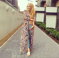 floral long chiffon cardigan- Casual chic hijab 2016 http://www.justtrendygirls.com/casual-chic-hijab-2016/