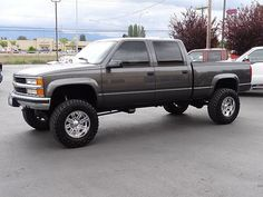 I quite simply appreciate this color scheme for this car Chevy 2500hd, Silverado Truck, Chevy Pickup Trucks, Gm Trucks, Chevy Pickups, Diesel Trucks, Lifted Trucks, Cool Trucks, Chevrolet 2500