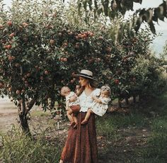 Walking through a magical apple orchard with magical babies while dreaming about homemade apple pie 🍎 I AM READY FOR YOU FALL ✨ Autumn Photography, Family Photography, Photography Tips, Apple Orchard Photography, Toddler Photography, Photography Lighting, Photography Courses, London Photography, Photography Awards
