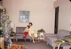 Sweet Mid-Century Christmas - 1959 (I'd kill for those end tables.)