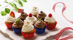 Bilderesultat for 17 mai frokost fotballfrue Frisk, Mini Cupcakes, Pavlova, Baking, Food, Celebration, Google, Food Food, Bakken