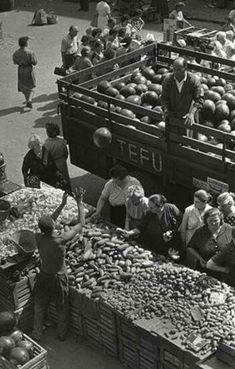 1960. Dinnye érketik a Fény utcai piacra!