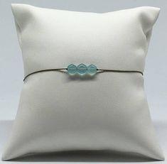 Bracelet ajustable avec 3 petites Calcédoines taillées en