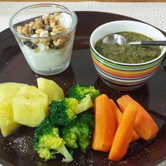 温野菜とほうれん草カレーディップの朝食