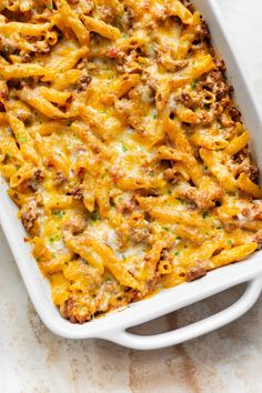 This is the best ground beef casserole recipe! You can either use pasta or noodles. It's easy to adapt based on what you've got in your fridge, freezer, or pantry. Beef Casserole Recipes, Pasta Casserole, Hamburger Casserole, Pasta Bake, Chicken Casserole, Casserole Dishes, Ground Beef Pasta, Ground Meat, Meat Recipes For Dinner
