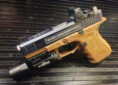 Aaron- Salient Arms International Glock 19 Tier Two- Gun Of The Day - Gears of Guns Glock 9mm, Glock 19 Gen 4, Colt Python, Custom Glock, Custom Guns, Springfield Armory, Springfield Operator, Colt 1911, Steyr