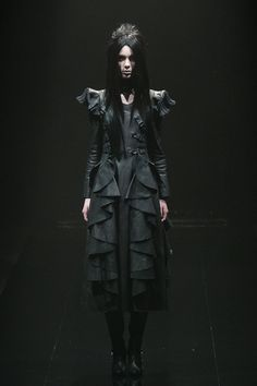 [No.8/55] alice auaa 2013~14秋冬コレクション | Fashionsnap.com #gothic #dark #leather #runway #fashion #japan #japanese
