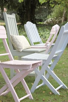 painted garden chairs using cuprinol shades paint in pastel colours An Easy Garden Furniture Makeover Painted Garden Furniture, Outdoor Garden Furniture, Garden Chairs, Outdoor Decor, Garden Table, Outdoor Spaces, Outdoor Living, Outdoor Projects, Garden Projects