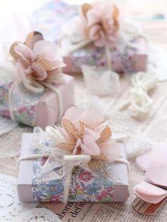 ideas-envolver-regalos-flores-papel