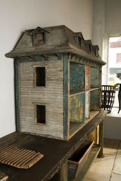 Massive Early American Dollhouse at Haunted Dollhouse, Dollhouse Dolls, Dollhouse Miniatures, Dollhouse Quilt, Dollhouse Ideas, Miniature Houses, Miniature Dolls, Modern Decorative Objects, Victorian Dollhouse