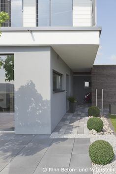 eingangspodeste aus beton sorgen f r einen beeindruckenden eingangsbereich individuelles design. Black Bedroom Furniture Sets. Home Design Ideas